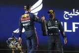 Limit trek menyelamatkan Hamilton di GP Bahrain