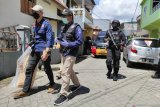 Densus 88 geledah rumah pelaku bom di Katedral Makassar