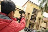 Densus 88 menangkap empat orang terduga teroris di Bima