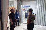 Perampok bersenjata api gondol Rp300 juta saat petugas mengisi ATM