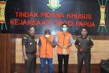 Kejati Papua tahan dua tersangka korupsi di Bulog Nabire dan Kantor Pos Biak
