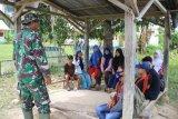 Satgas TMMD bantu mengajar pelajar di desa Kamalu