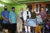 UMP berikan beasiswa kepada seorang penyandang disabilitas asal Banjarnegara