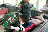 Satgas TNI Yonif 512/QY bantu obati warga di perbatasan RI-PNG