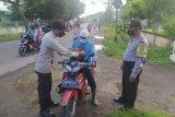 Kampung Sehat 2, Polsek Alas operasi yustisi serta bagikan masker gratis