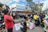 Aliansi jurnalis Tulungagung aksi damai tolak kekerasan wartawan