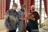 Ibu Negara Turki jatuh cinta pada batik Indonesia