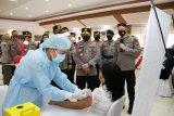 Kapolri tinjau vaksinasi massal di Mapolda Sulawesi Utara