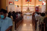 Misa Kamis Putih di Gereja Katedral Makassar berlangsung aman dan lancar