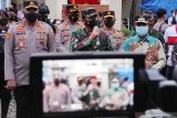 Panglima TNI meninjau kebaktian dan misa Jumat Agung Paskah di Makassar