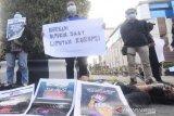 Aksi solidaritas menolak kekerasan jurnalis Tempo di Kalsel
