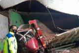 Dua orang meninggal akibat truk tabrak madrasah
