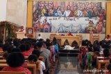 Warga Distrik Sugapa Intan Jaya antusias ikut Ibadah Jumat Agung