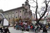 Umat Katholik Beijing  misa Jumat Agung di halaman Katedral