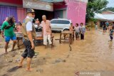 Gubernur NTB meninjau lokasi banjir Bima