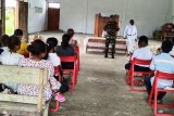 Babinsa Koramil Skanto lakukan pengamanan ibadah Jumat Agung
