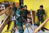 Satgas Pamtas RI-RDTL bantu evakuasi sekolah runtuh di TTU