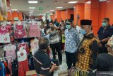 Tinjau Pasar Rakyat Pariaman,  Gubernur Sumbar berdialog dengan pedagang