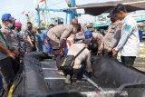 Tim SAR temukan dua jenazah korban tabrakan kapal nelayan di Indramayu