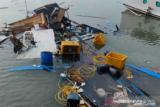 Kapal rombongan kunjungan Bupati Buton Selatan alami kecelakaan laut