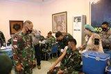 Prajurit TNI Kodam XVII/Cenderawasih disuntik vaksin COVID-19