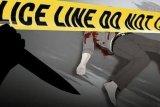 Lagi duduk-duduk, pria ini didatangi tetangganya dan langsung ditikam dengan pisau