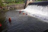 Tim SAR mencari korban hanyut di Dam Mrican Sungai Gajahwong