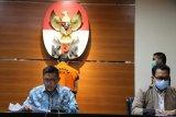 KPK menahan tersangka suap Samin Tan