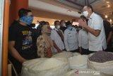 Target Vaksinasi Bagi Pedagang Pasar Di Padang