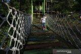 Wahana permainan outbound anak di Taman Hutan Raya Kapopo Sigi