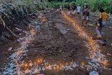 Jenazah korban tanah longsor di Lama Nele Flores dimakamkan massal