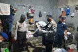 Petugas Rutan Baturaja razia ruang tahanan warga binaan