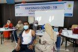 Pegawai PLN Sumbar lakukan vaksinasi COVID-19 tahap II