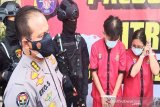 Polda Kalteng tangkap Pasutri penipu uang PT LSM di Manado