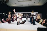 Ulos Batak tampil menawan di Indonesia Fashion Parade