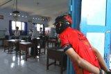 Ganjar hadiahkan laptop kepada siswa SMPN 1 Mungkid yang lancar terangkan prokes PTM