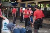 Pemda bersama kepolisian membersihkan kawasan wisata Senggigi Lombok