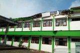 Kondisi sekolah MAN Turen, Kabupaten Malang, Jawa Timur, Sabtu (10/4/2021). Gempa yang berkekuatan kurang lebih magnitudo (m) 6,7 yang terjadi di wilayah Kabupaten Malang tersebut menyebabkan sejumlah rumah warga rusak dan goncangan di sejumlah wilayah di Jawa Timur. Antara Jatim/STR/SA/ZK