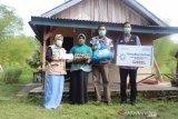 Yayasan Baitul Maal PLN bersama DD Singgalang bagikan sembako dan uang santunan