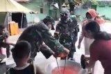 Satgas Pamtas buka dapur umum bantu korban bencana Malaka