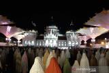 Pandemi tak surutkan ribuan warga Aceh Tarawih perdana di Masjid Raya Baiturrahman
