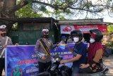 Polres Sumbawa bagikan masker hingga brosur tertib berlalu lintas