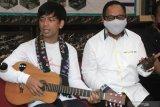 Rian D'Masiv ajak korban bencana NTT bangkit
