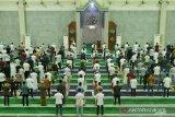 Tarawih perdana di Masjid  Agung  Batam