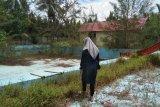 Kolam renang wisata Pantai Sungai Bakau belum bisa difungsikan karena rusak