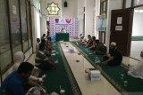 Setelah tahun lalu ditiadakan, Masjid Nurul Iman Padang kembali sediakan takjil selama Ramadhan