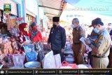 Penjabat Bupati Pesisir Barat monitoring harga sembako di pasar