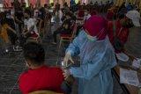 Vaksin tahap kedua pekerja pariwisata di Palu