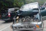 Tujuh kendaraan tabrakan beruntun di Sitinjau Lauik, Pajero Sport dan L-300 terjun ke jurang, dua orang meninggal