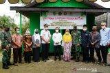 Wali Kota Palangka Raya serahkan bantuan perbaikan rumah warga tidak mampu